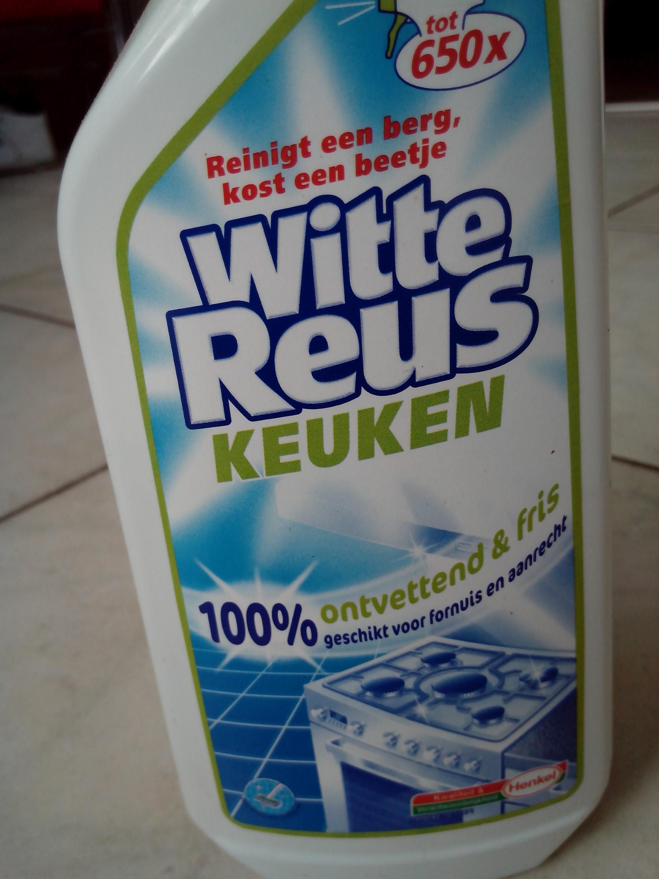Keuken schoonmaken: vet verwijderen van de afzuigkap