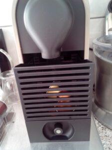 Nespresso U - Magimix of Krups opvangbakjes uitschuifbaar