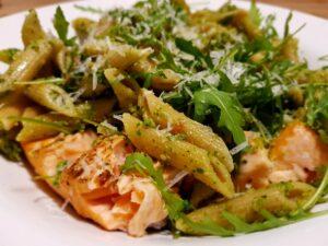 Koolhydraatarm recept – Pasta met zalm en pesto
