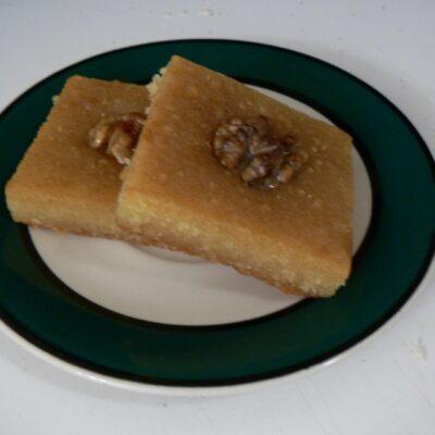 Namoura met sinaasappel kardemom siroop – Recept