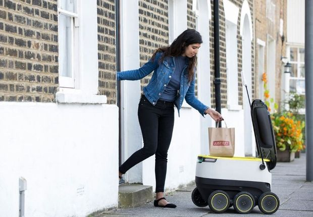 Just Eat test levering aan huis met robots