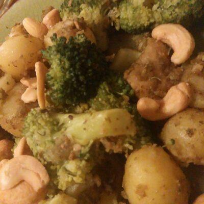 Krieltjes, broccoli en kip-pesto uit de wok