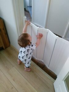 Hekje voor de keuken - Baby op veilige afstand tijdens het koken