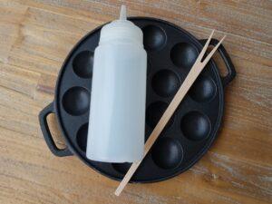 Poffertjesplaat gietijzer met beslagfles