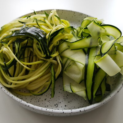 Courgette pasta maken